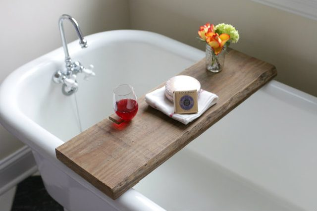 reclaimed wood bath caddy DIY